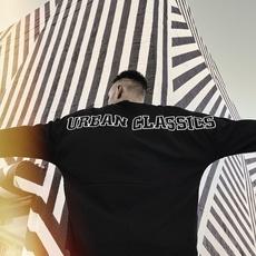 URBAN CLASSICS Longsleeve Oversize Cut On Sleve Logo schwarz/weiß