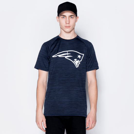 New Era New England Patriots T-Shirt Engineered Raglan blau