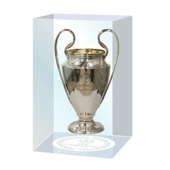 Champions League Pokal 45mm in Acryleinfassung